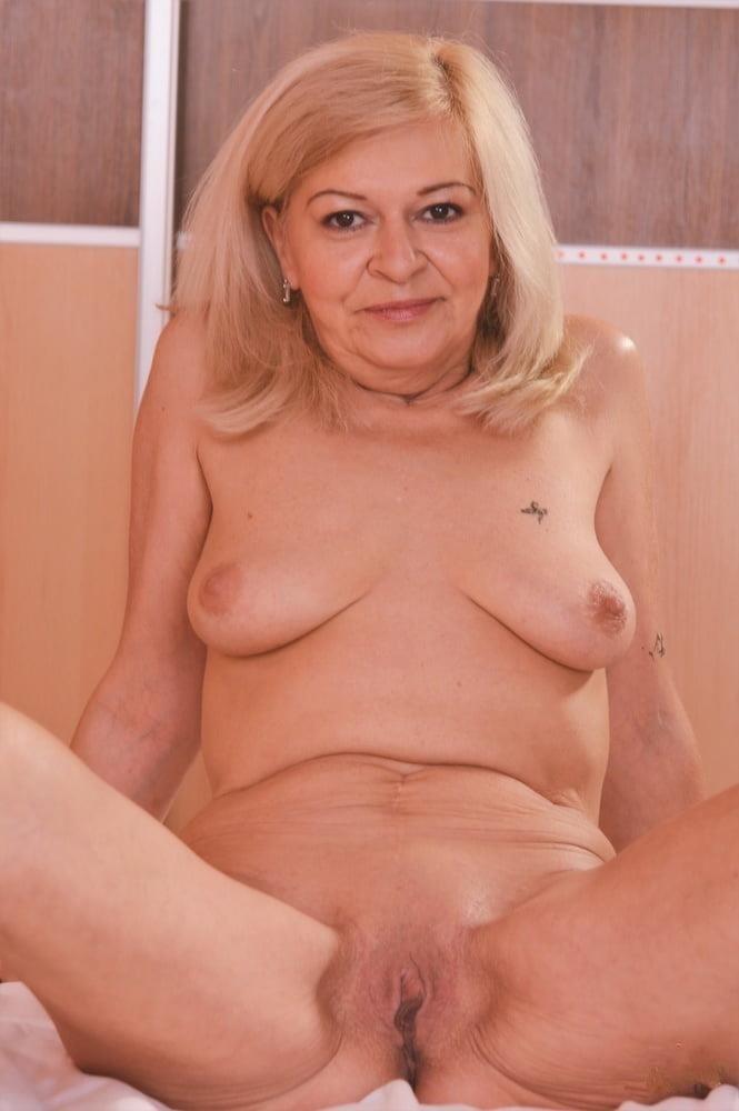 Older women cunnilingus-8887