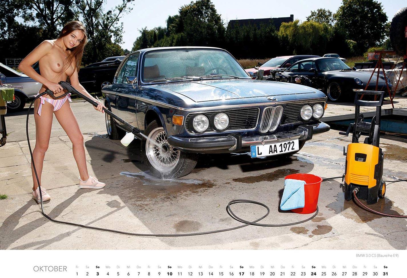 Эротический календарь с сексуальными полуголыми девушками, моющими машины / октябрь
