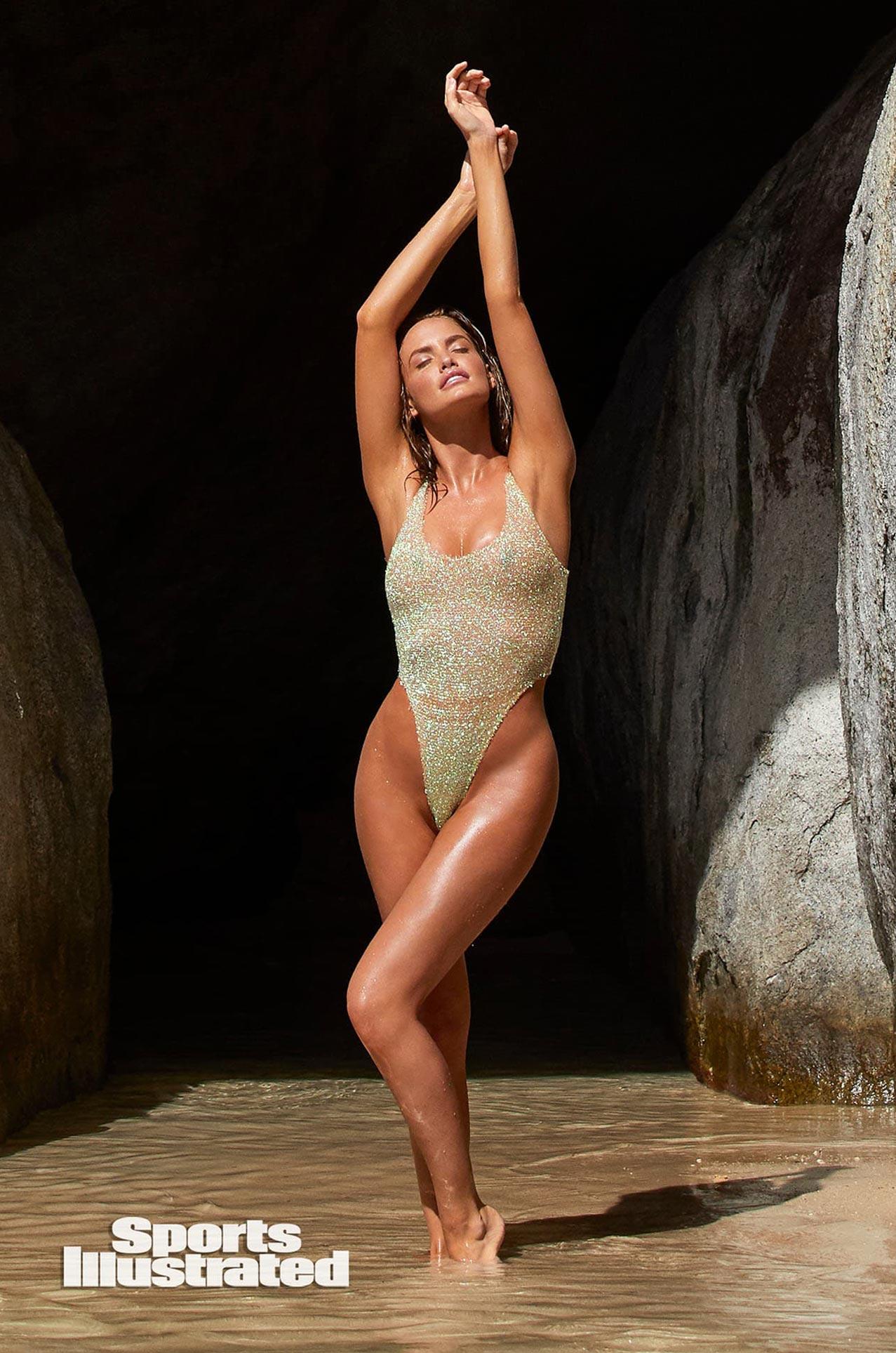 Хейли Калил в каталоге купальников Sports Illustrated Swimsuit 2020 / фото 33