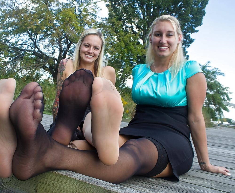 Young foot porn-9955