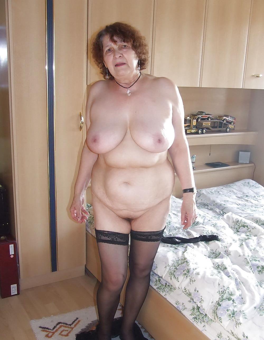 Chubby mature granny-1470