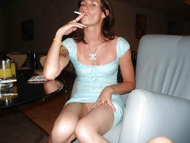 Public up skirt no panties-4007