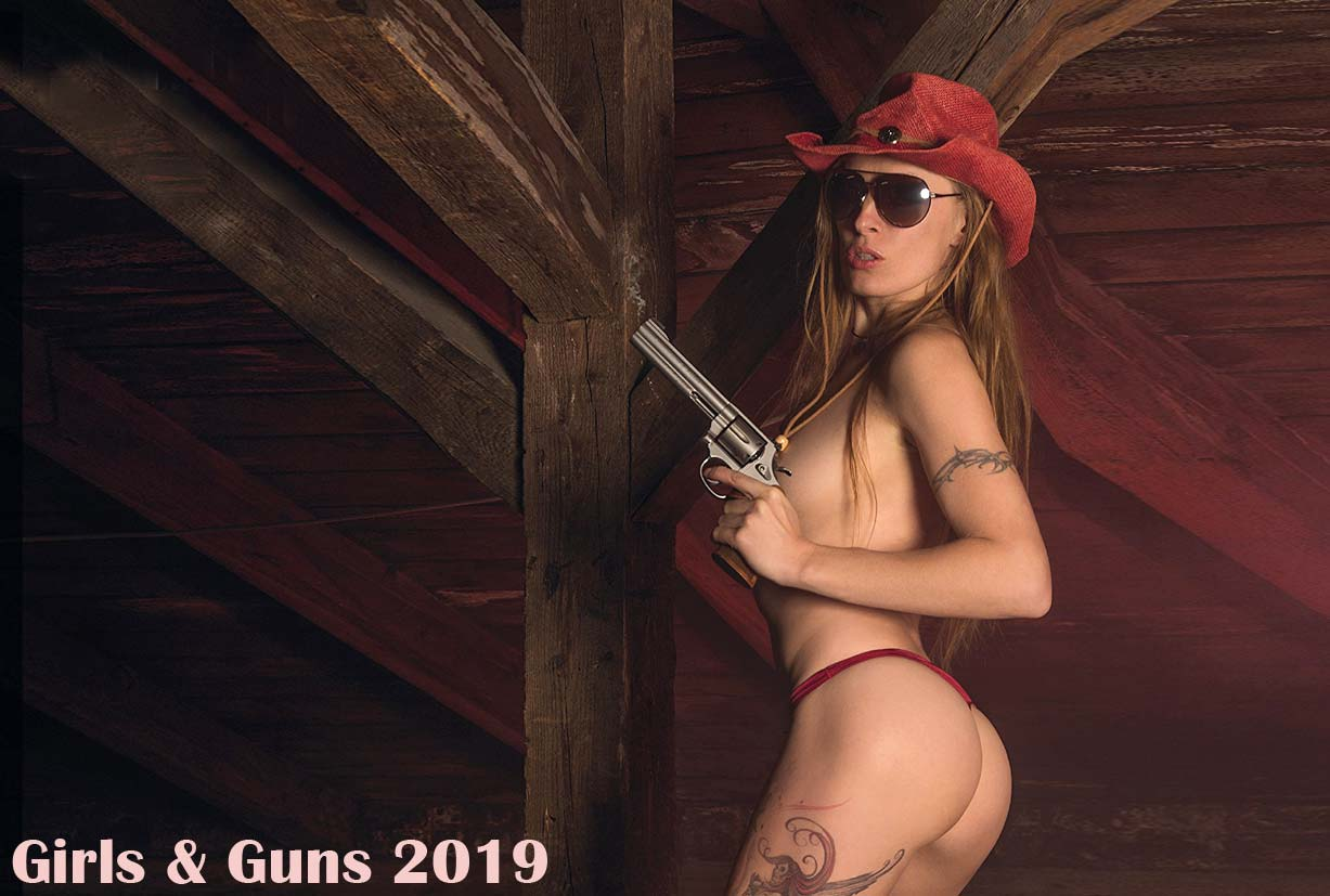 Girls and Guns / 2019 calendar by Jorg Neubert