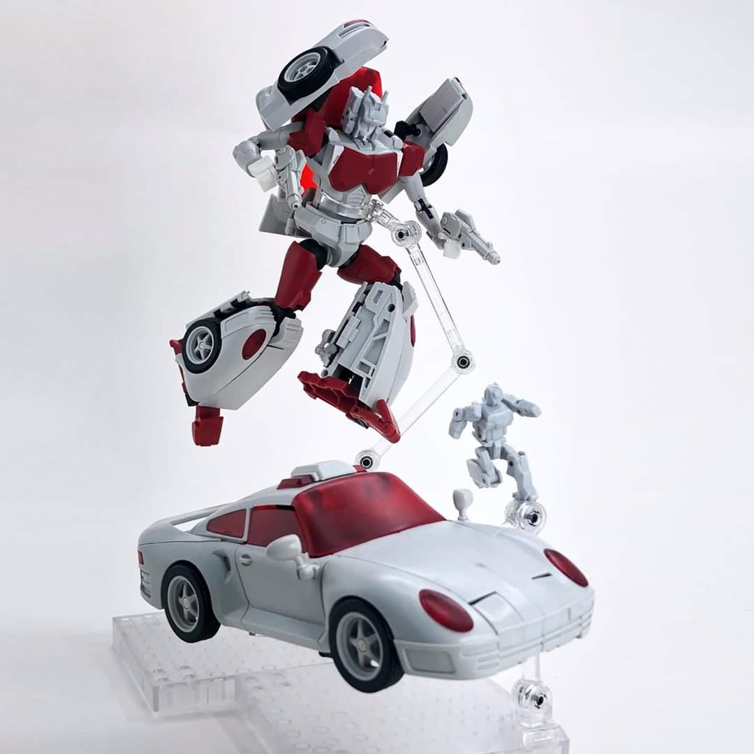 [FansHobby] Produit Tiers - MB-12 Athena (aka Minerva|Nightbeat/Veilleur) et MB-13 Ace Hitter (aka Goshooter|Siren/Sirène) [TF Masterforce] Qbl6f6En_o