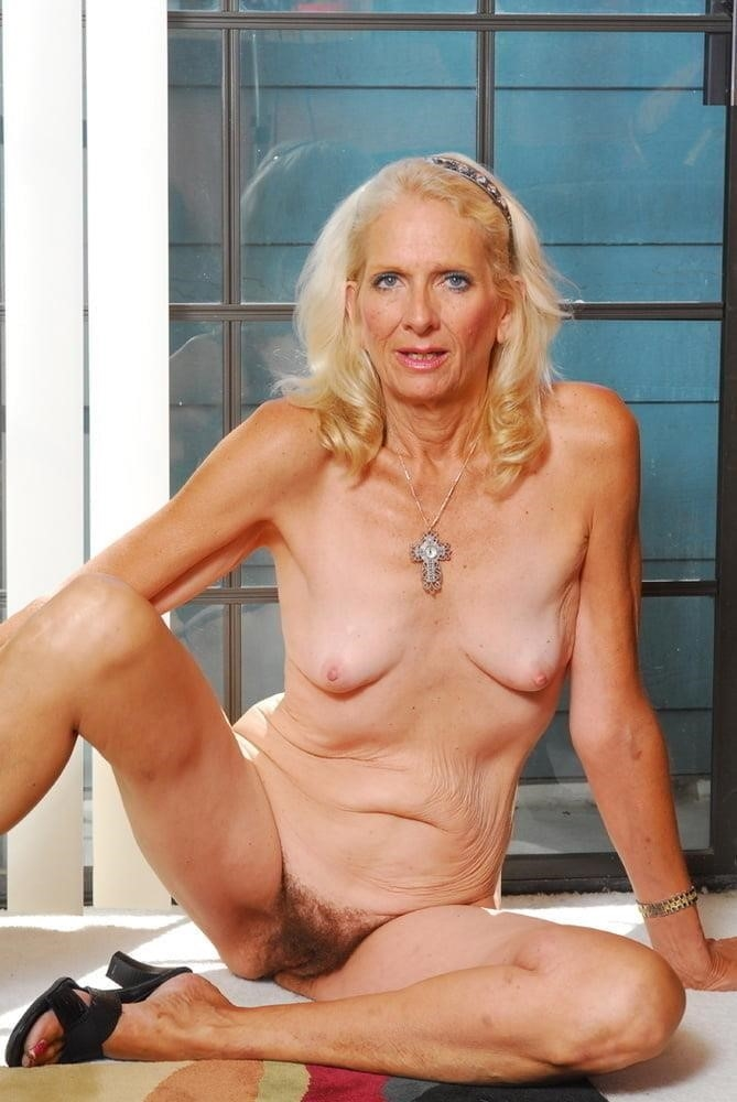 Free pics naked mature women-8046