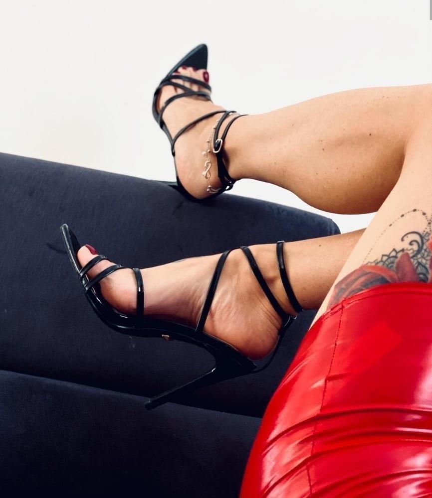 Hot feet domination-3482