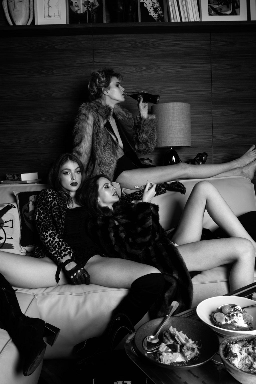 Girls are playing / Charlotte Albert, Laura Bgn, Sarah Fochrenbach by Stefanie Renoma