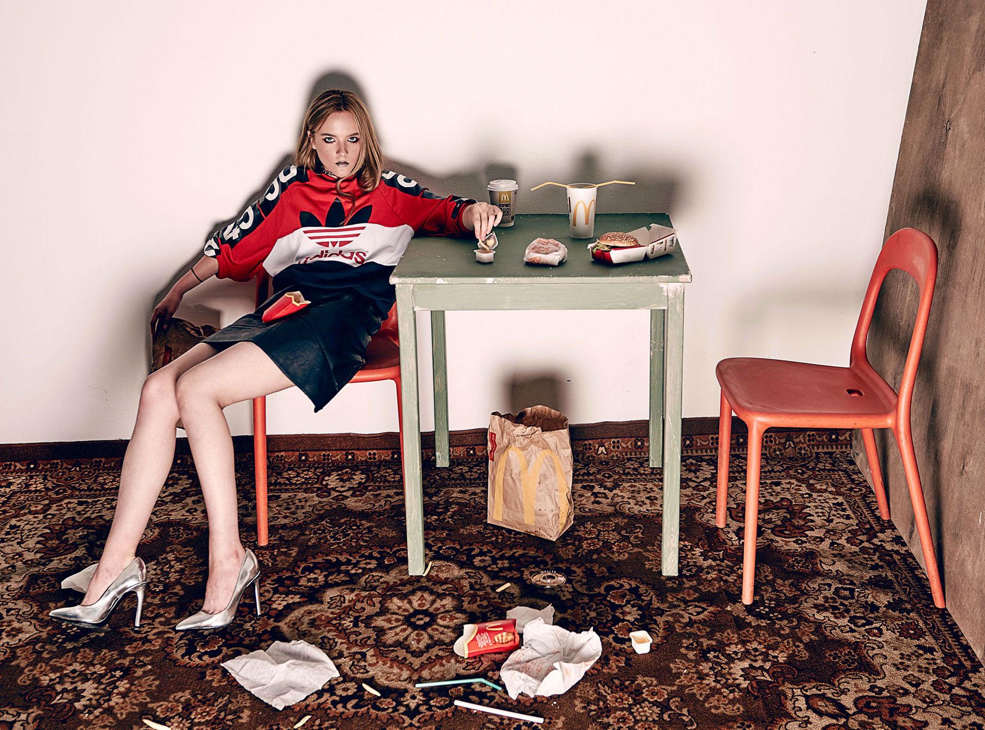 Елизавета Кашинцева и доставка из МакДональдс / фото 01