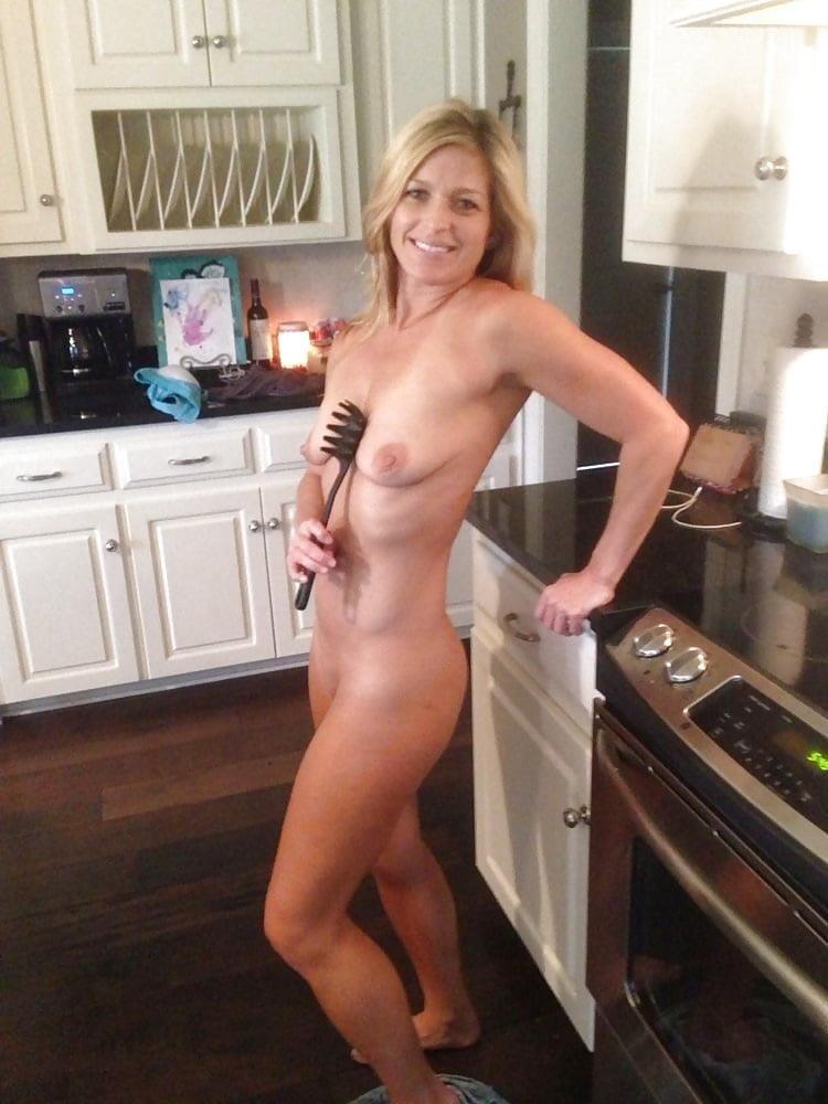 Nude amateur milf pictures-1069