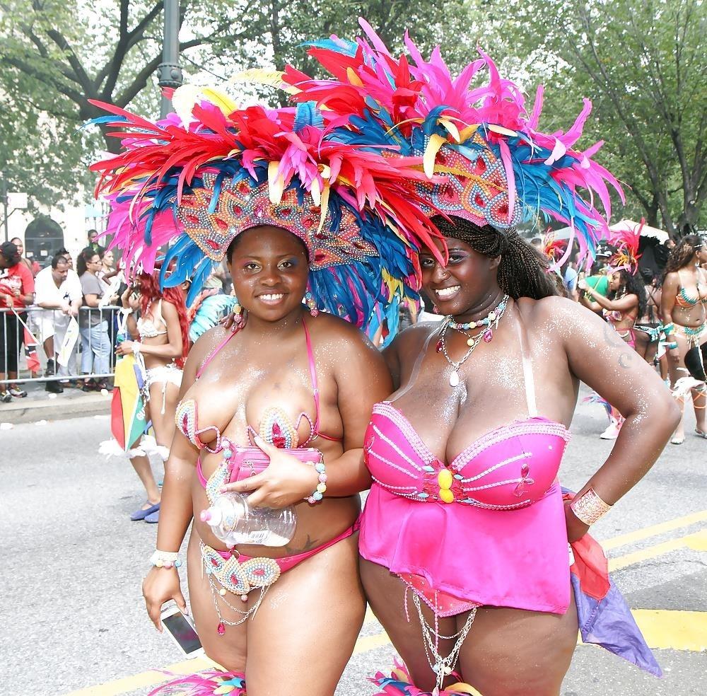 Big tit girls in public-1035