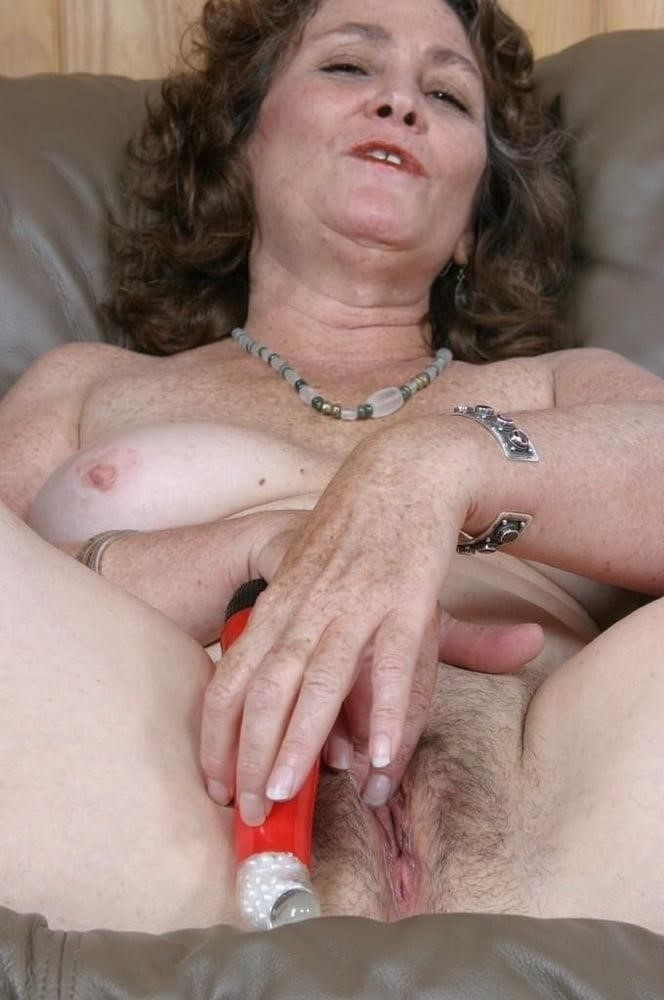 Licking her clit-4908