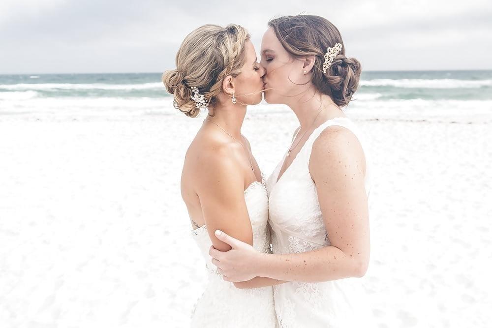 Sexy lesbian french kiss-1369