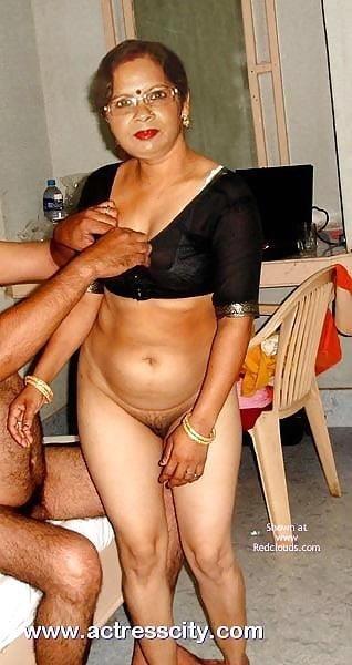 Women flashing their tits in public-3400