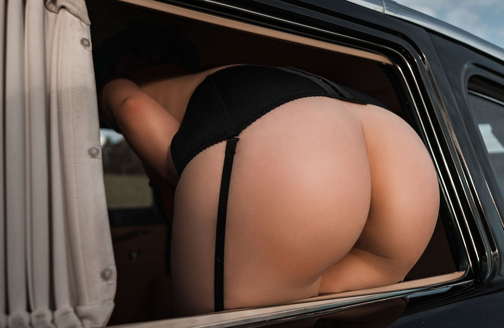 Екатерина Резнова в Чайке / Ekaterina Reznova nude by Petr Demichev - Girl in the Soviet Limo - Volo 50 june 2017