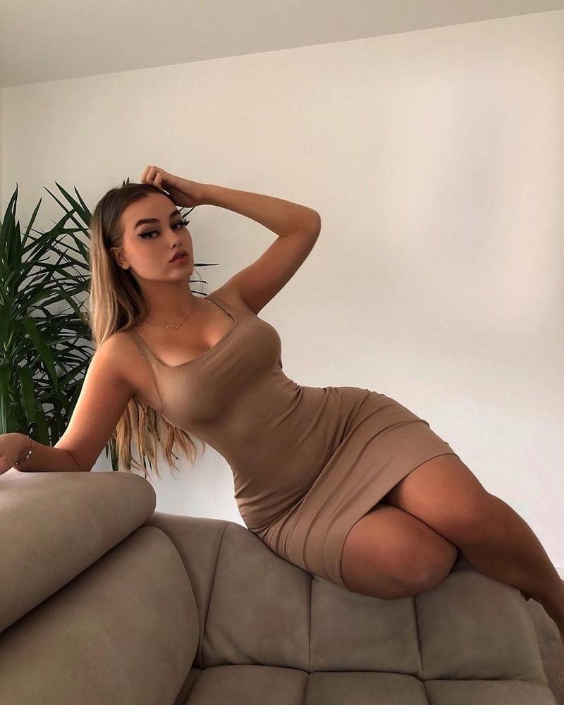 Big tits sexy photo-1768