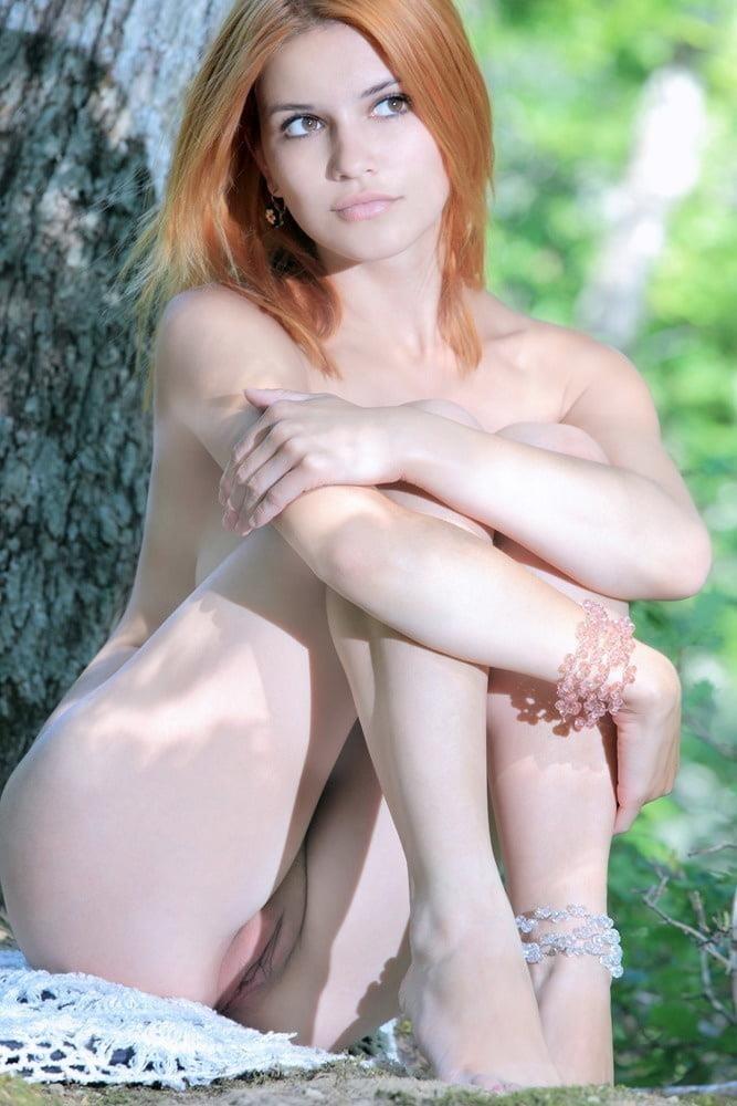 Nude girls with pretty feet-4513