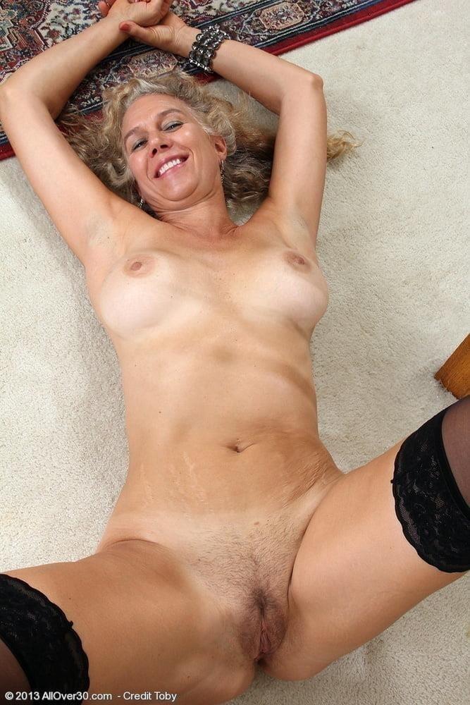 Free pics naked mature women-5348