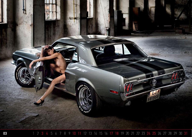 Девушки и ретро-автомобили в эротическом календаре Oldtimer 2018 Calendar - girls and retro cars
