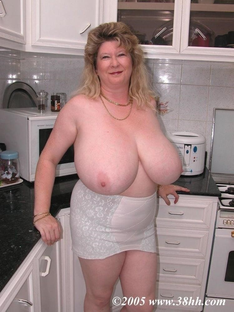 Nude grannies with big tits-3200