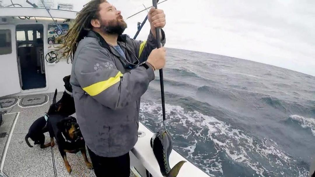 Wicked Tuna Outer Banks S07E09 Hard Times at Sea 720p WEB h264-CAFFEiNE
