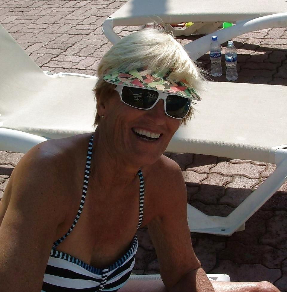 Beautiful mature women in bikinis-9884