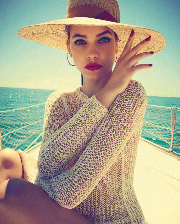 На яхте под жарким солнцем / Барбара Палвин, фотограф Хеви Мунтане / фото 02