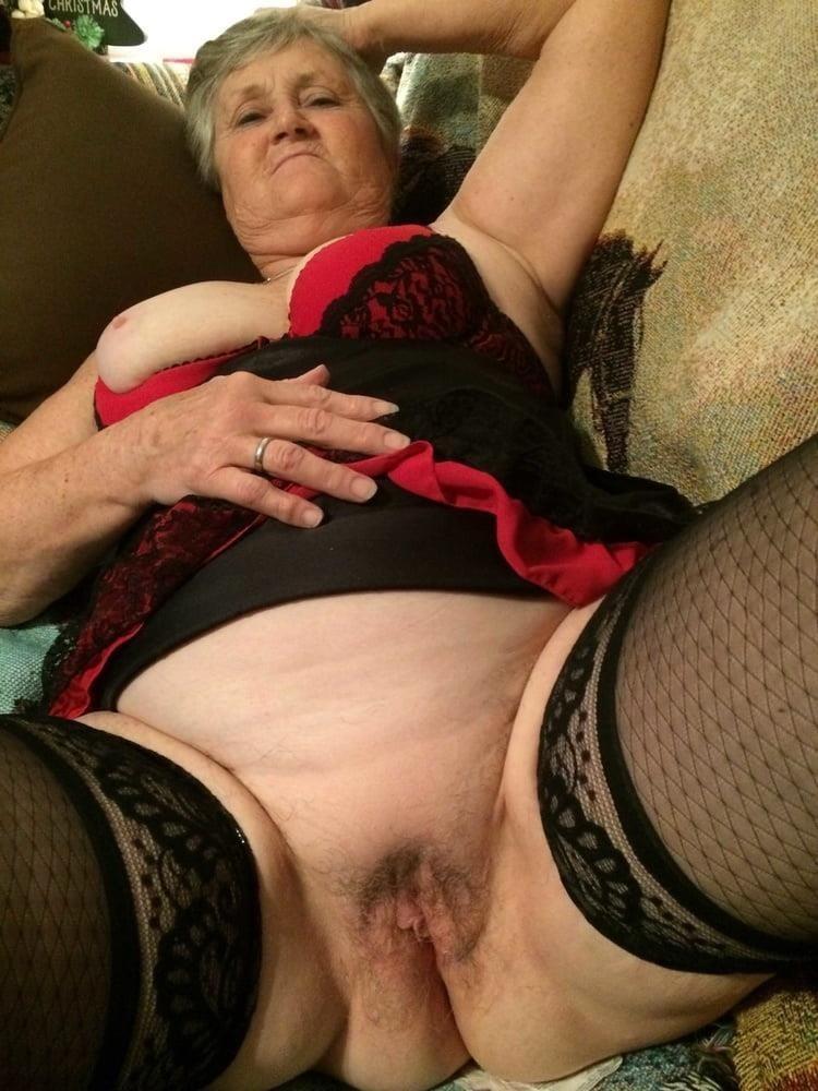 Older women cunnilingus-7684