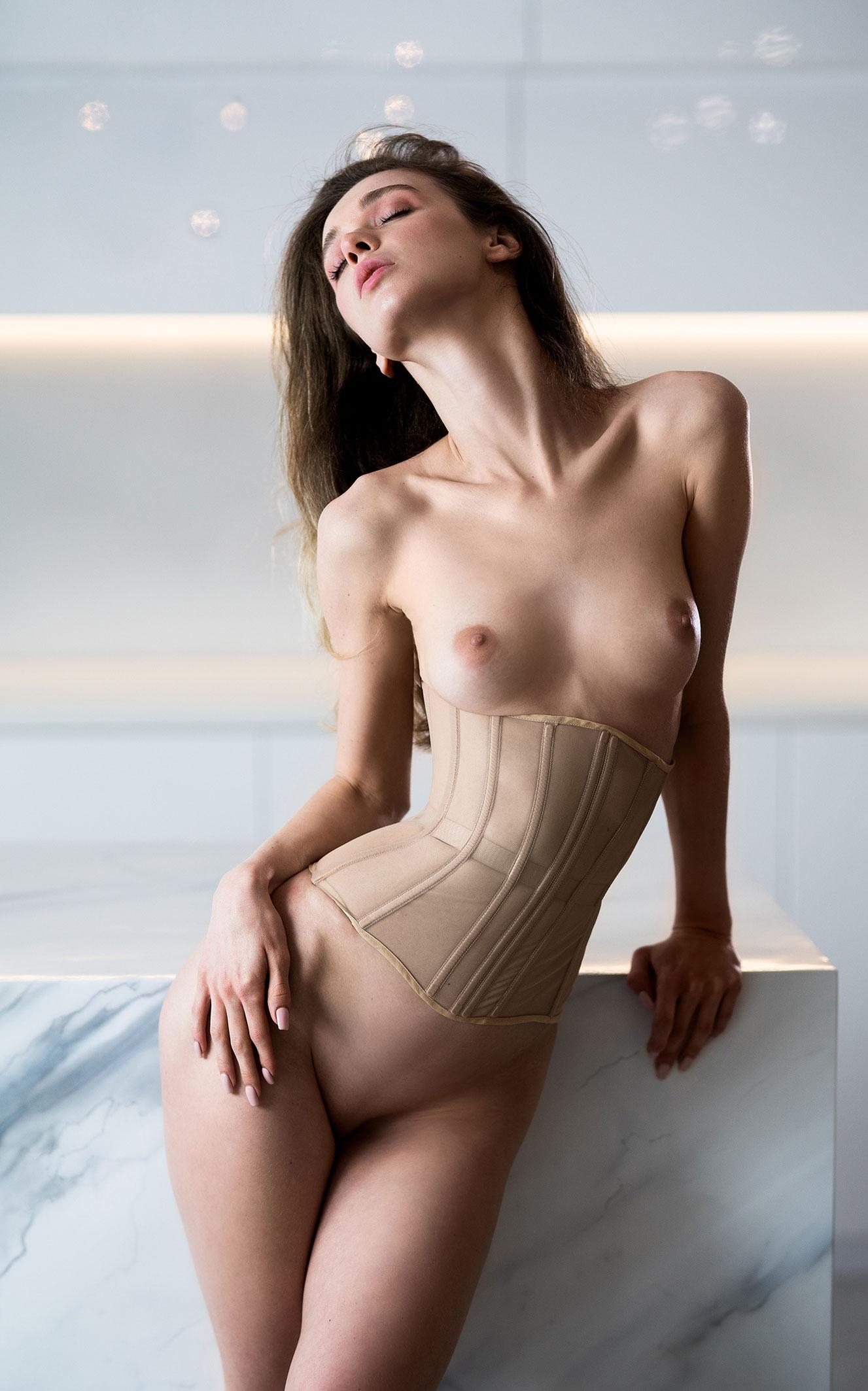 Сексуальная голая Анна Царалунга / фото 17
