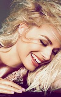 Margot Robbie VMJHCcs3_o