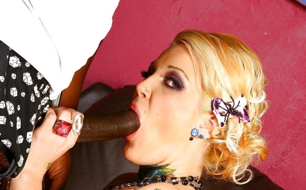 Interracial blowjob pic-2278