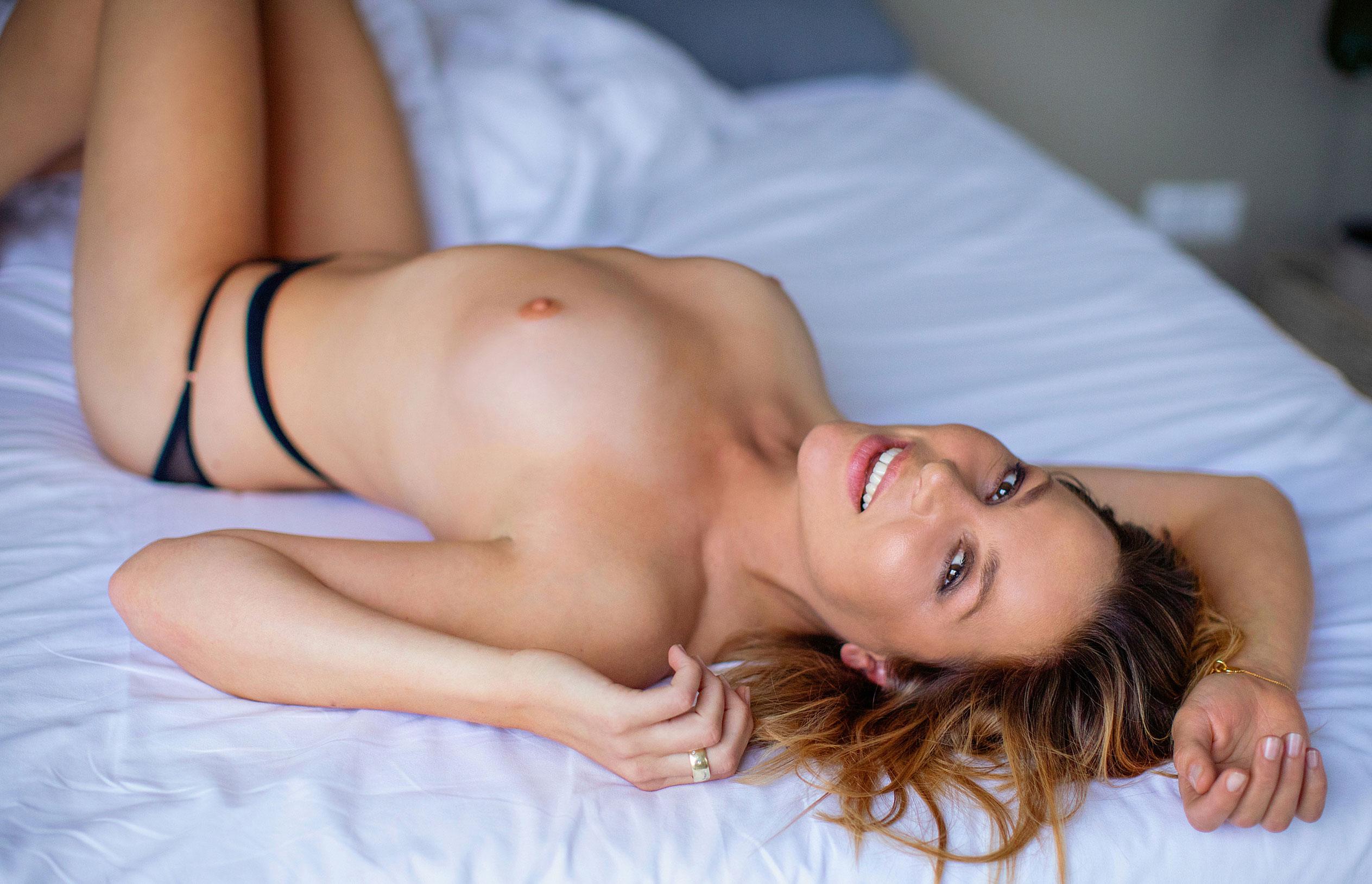 Актриса Франциска ван дер Хейде в журнале Playboy Германия, сентябрь 2020 / фото 02
