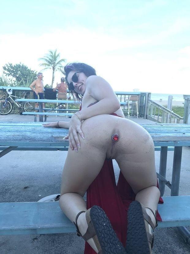Buttplug in public pics-6155