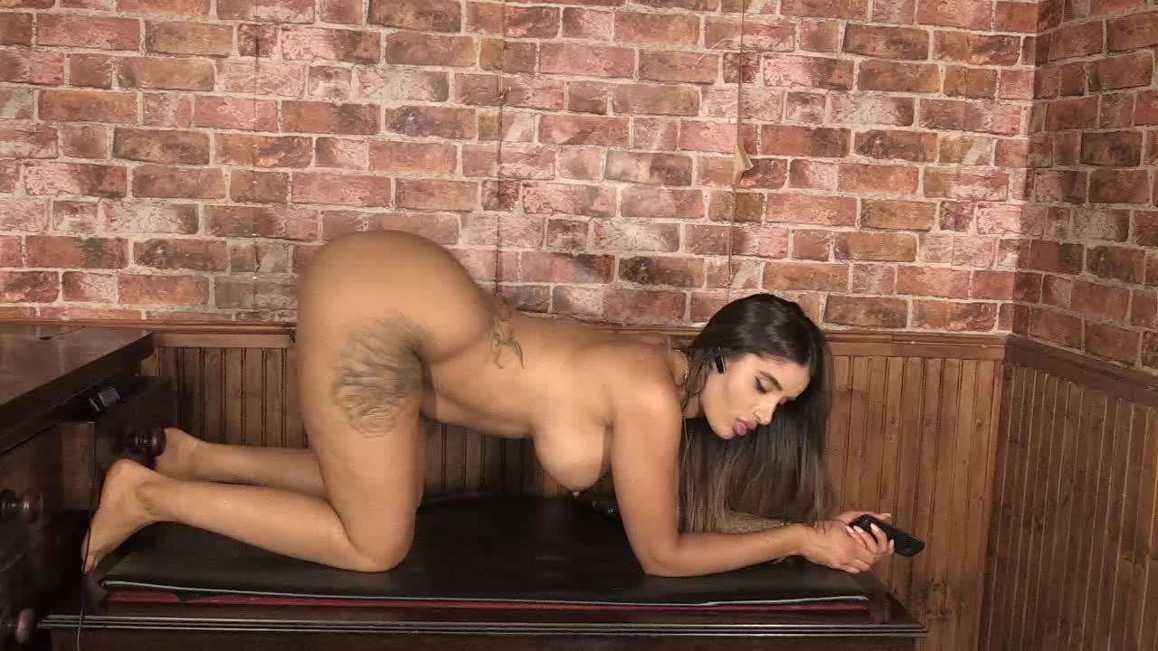 Preeti Jhangiani Caught Pantyless