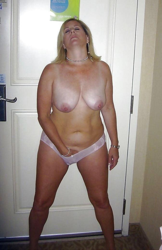 Beautiful naked mature men-9416