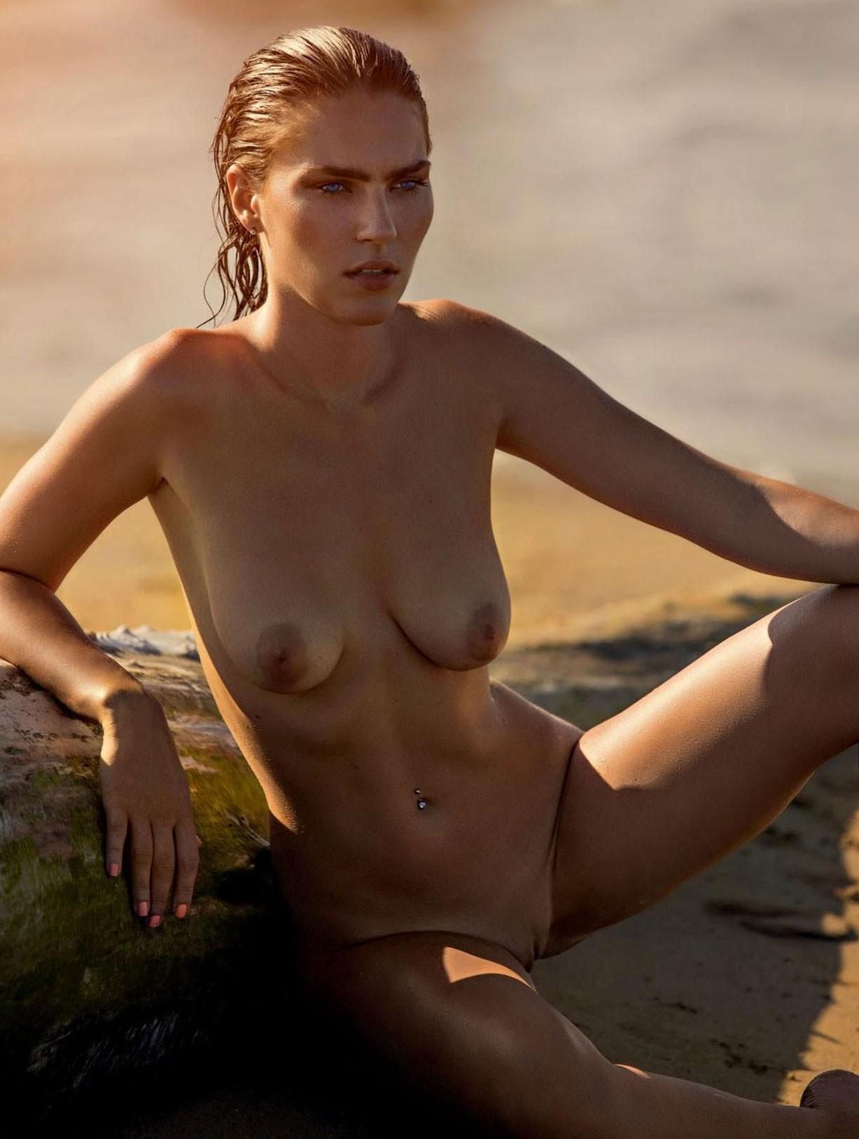 сексуальный отдых на итальянском курорте Линьяно с Гайей Бобек / Gaja Bobek nude by Ales Bravnicar - Playboy Slovenija december 2017