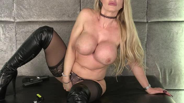 Lynda Leigh Babestation
