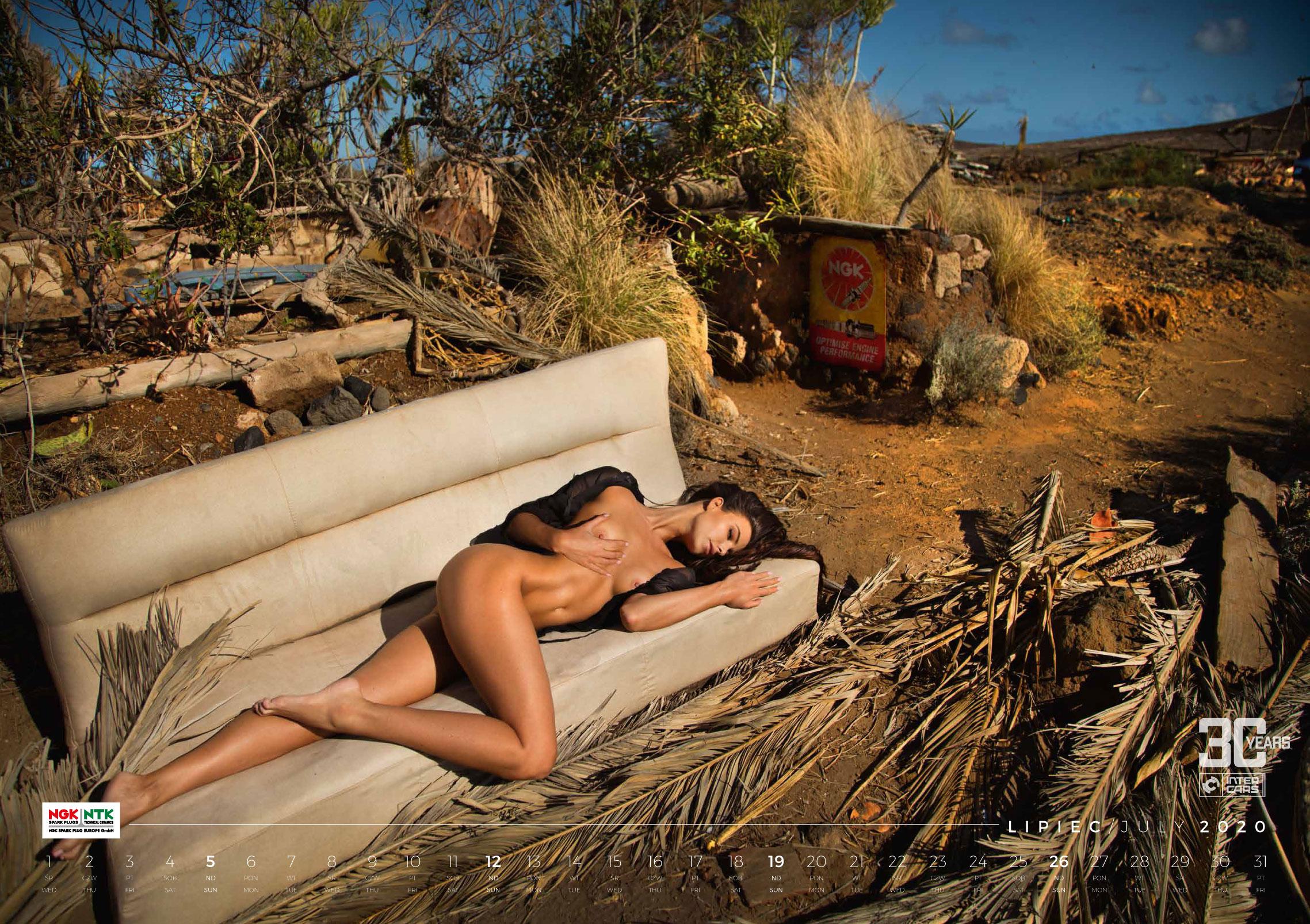 Сексуальные фотомодели в эротическом календаре Inter Cars 2020 / июль