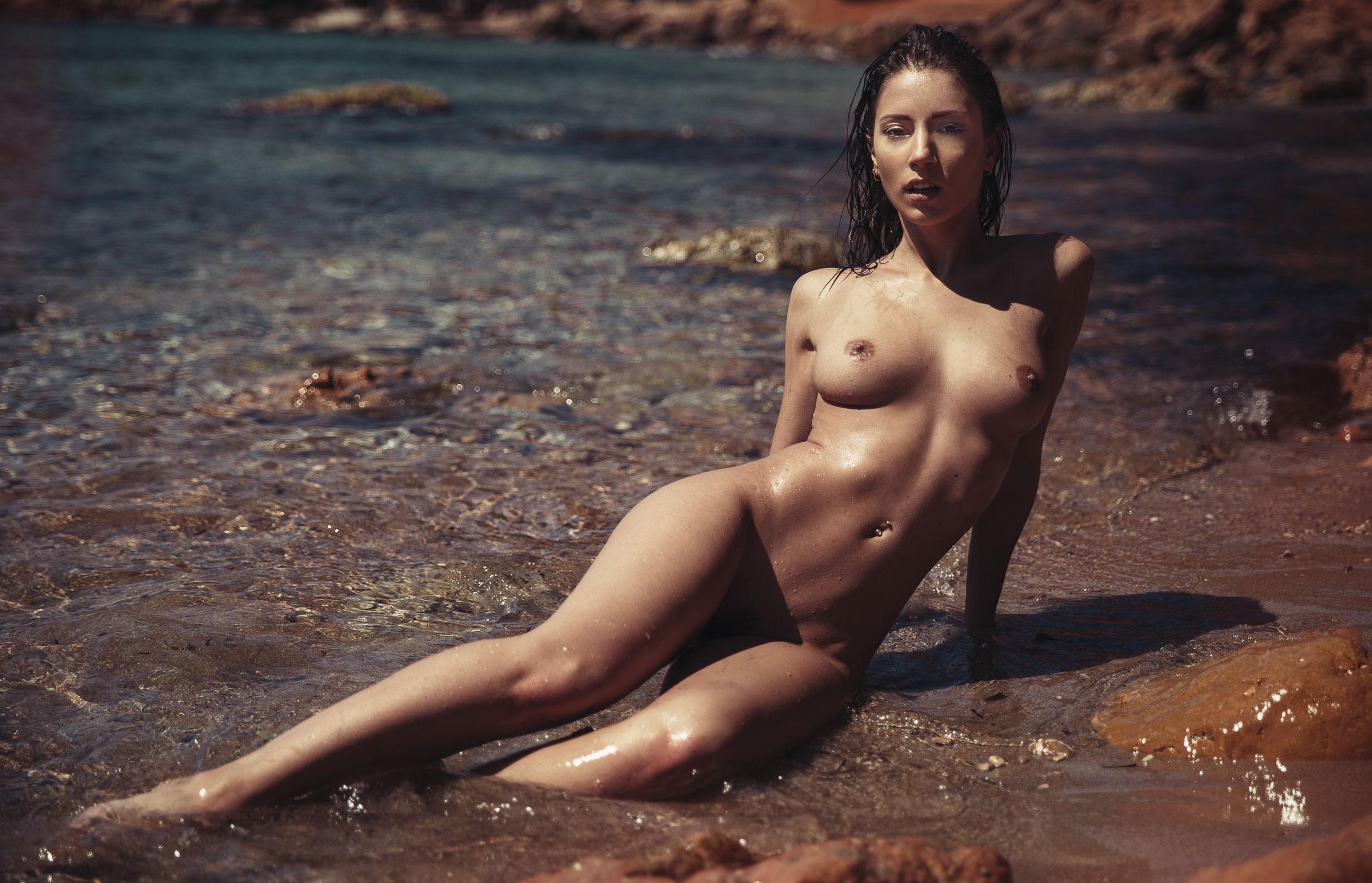 голая девушка на диком пляже на Ибице / фото 05