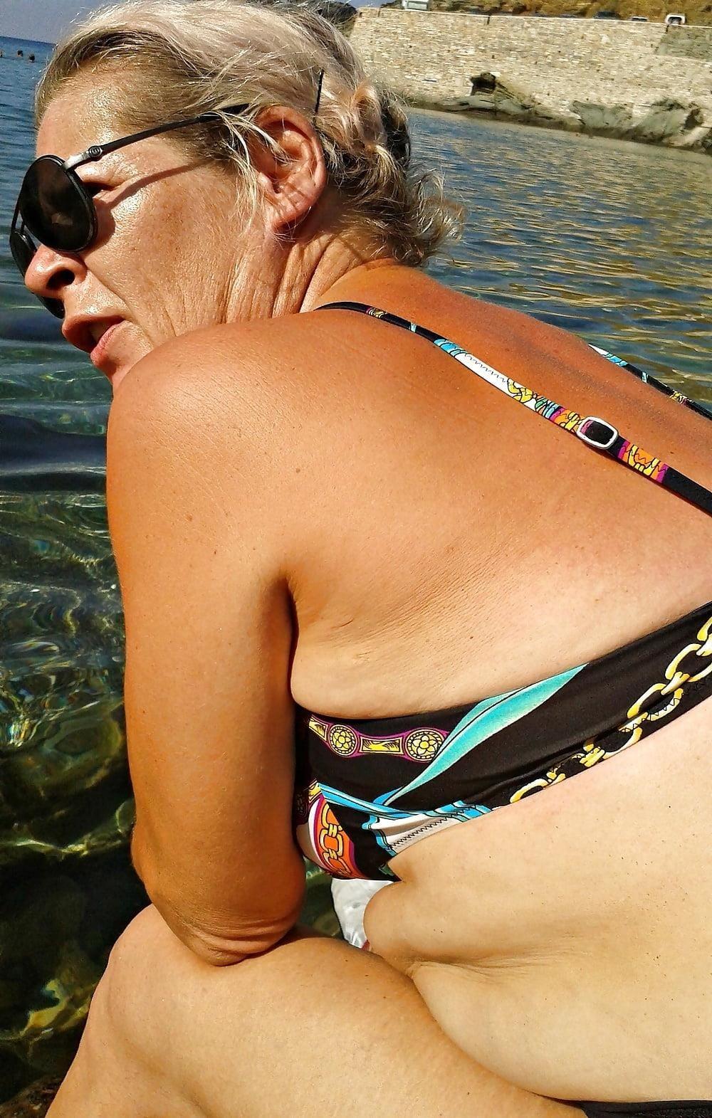 Beautiful mature women in bikinis-7602