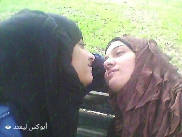 Lesbian navel kiss-9912