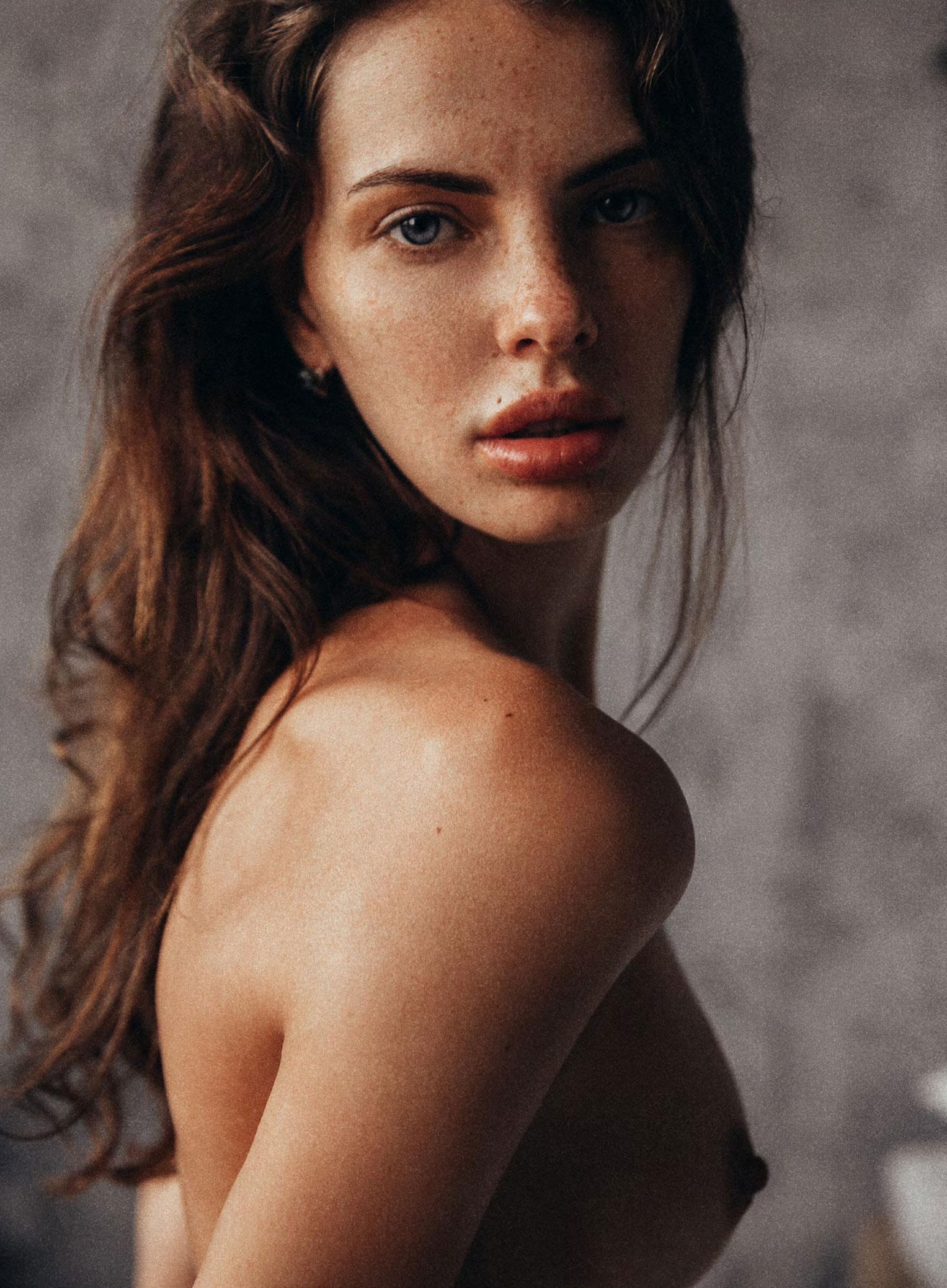 Anna Alexsashina nude by Alexey Trifonov - Insomnia Magazine no.6