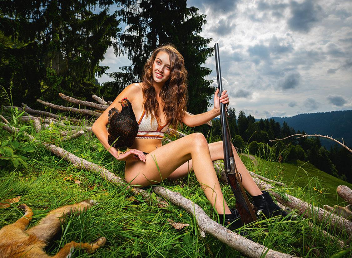 Баварские девушки в календаре JungBauernKalender / немецкая версия, июнь - Ребекка из Тироля