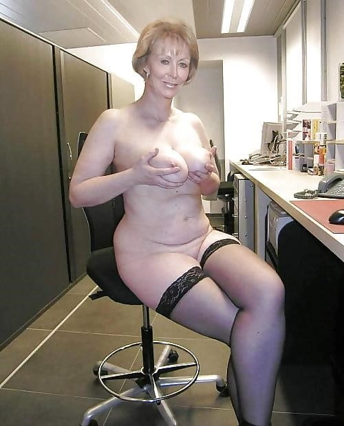 Beautiful naked mature women pics-9698