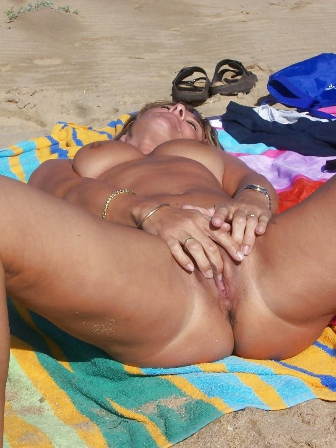 Natural tits on the beach-3726