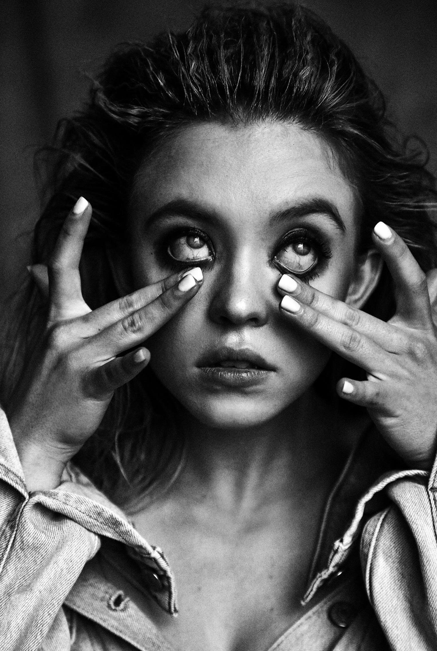 Сидни Свини на черно-белых снимках Дэмона Бейкера / фото 02