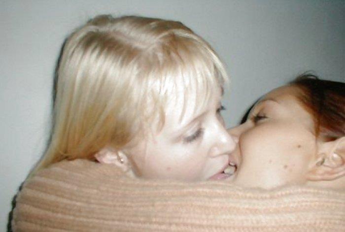 Babes hot kiss-1443
