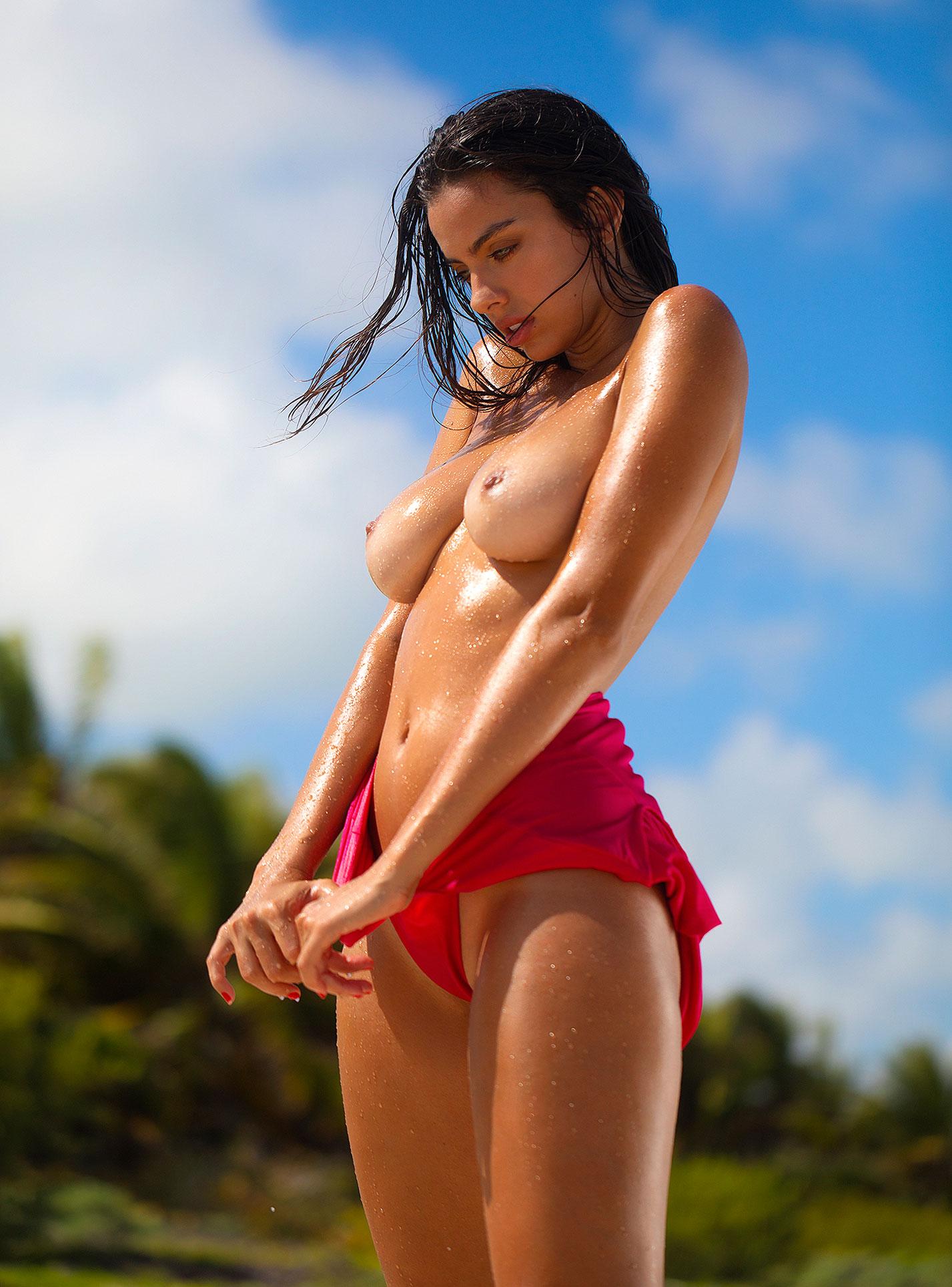 Голая пуэрториканка Присцилла Хаггинс на пляже Тулума / фото 25