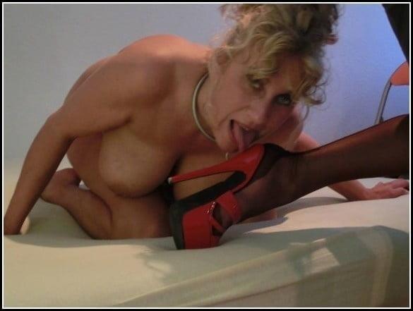 Woman foot slave-6420