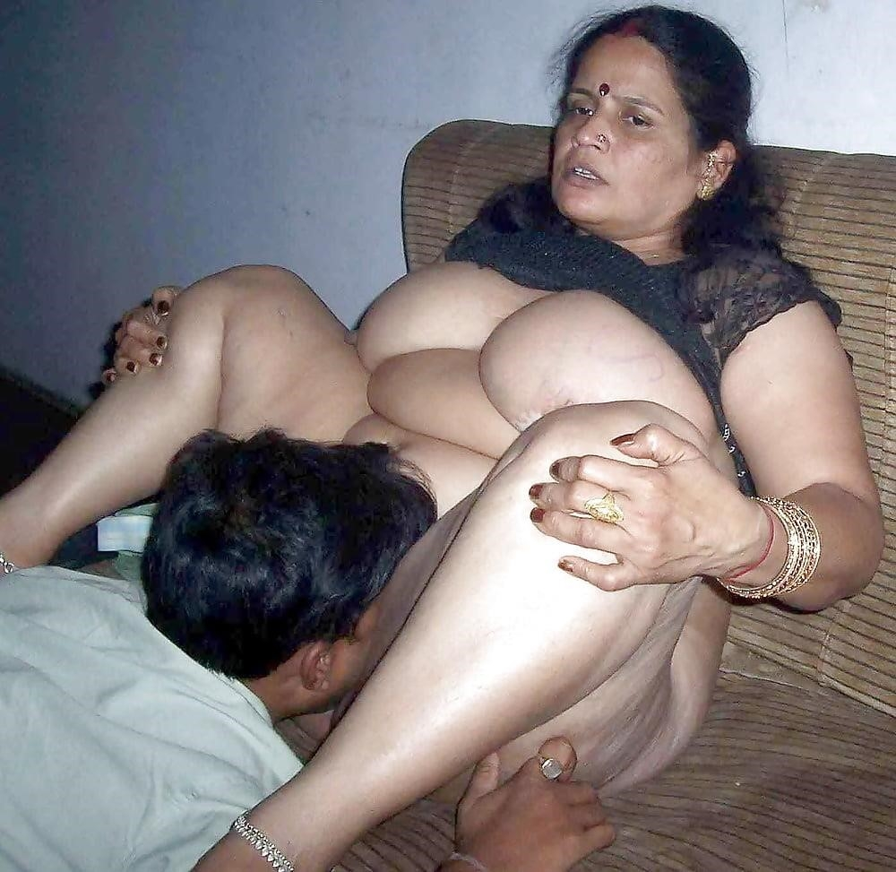 Women flashing their tits in public-3847