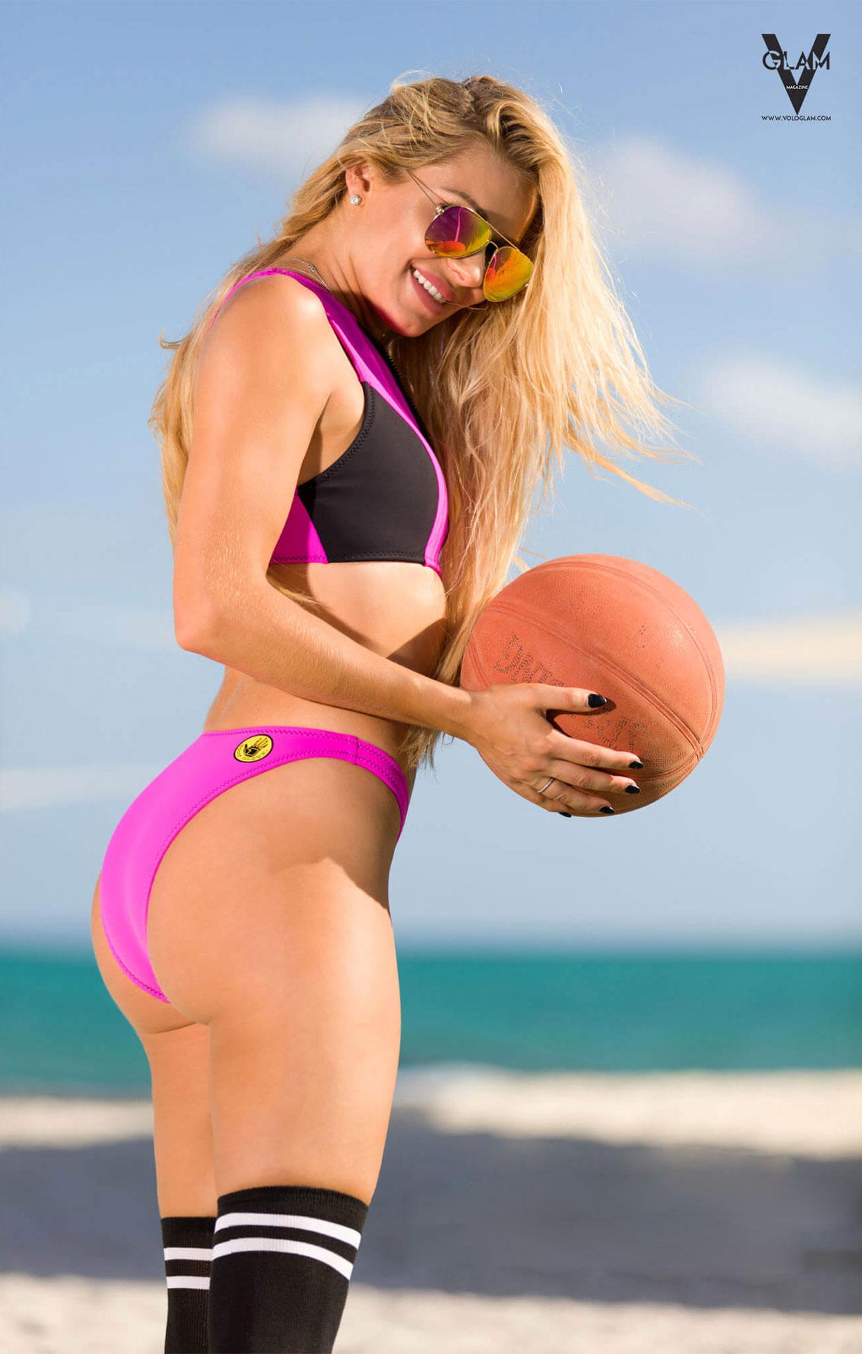 Пляжные развлечения на Багамах с Аней Бентон / Anya Benton by Simon Nadler